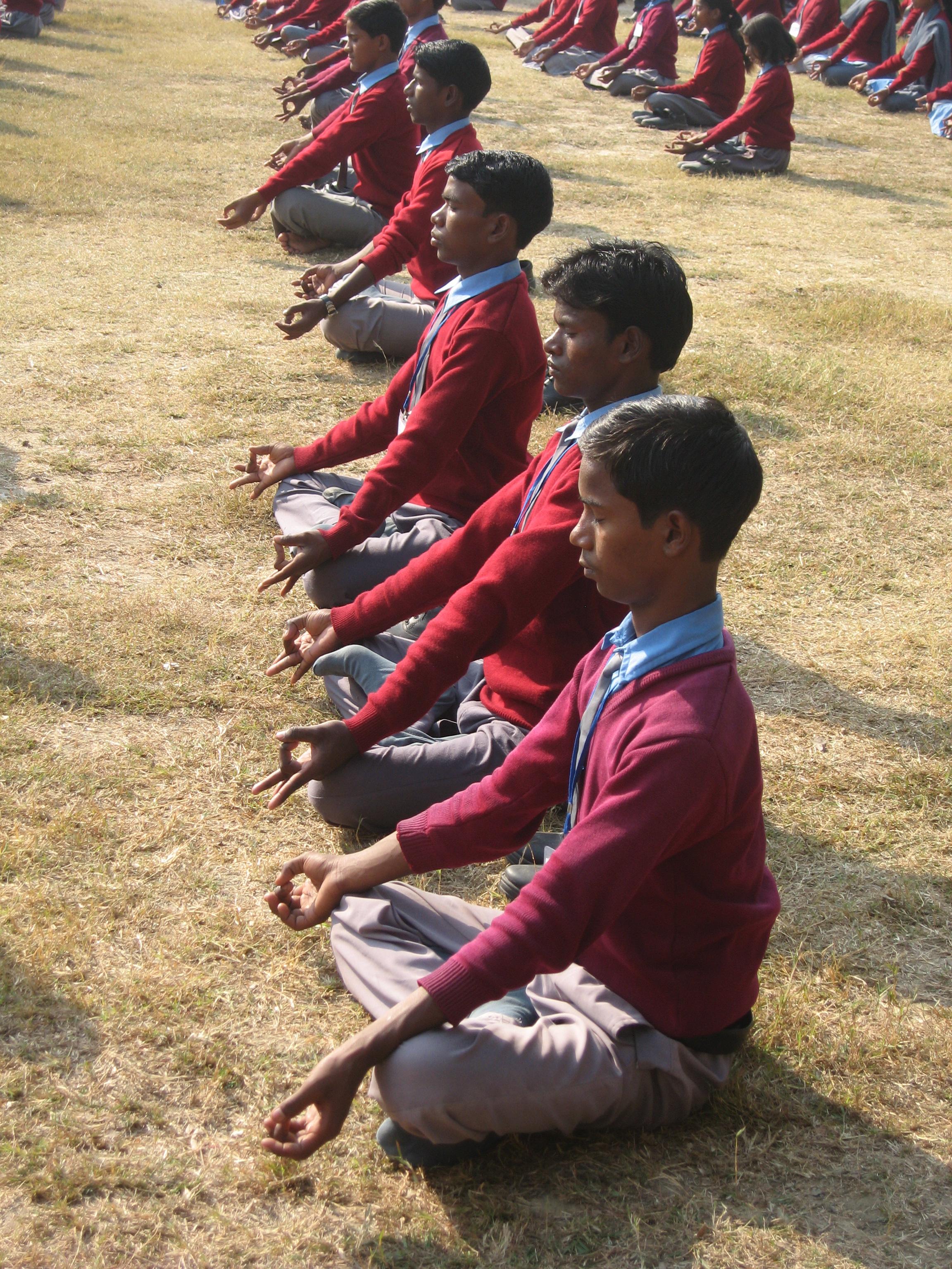 Une école à Bodh Gaya - Séance de Yoga