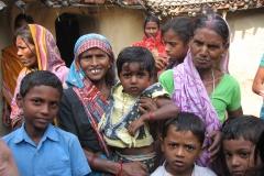 Femmes et enfants du village