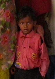 Une école à Bodh Gaya - enfant en attente d'une marraine ou d'un parrain
