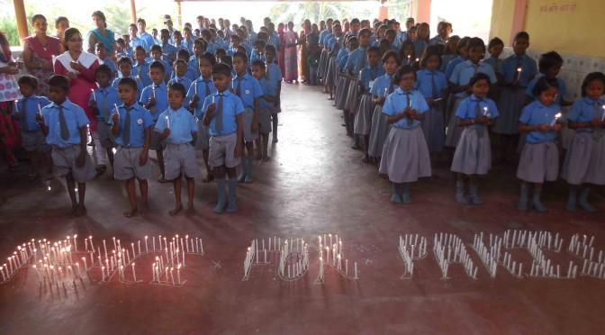 """Une école à Bodh Gaya - """"peace for Paris"""" prières en mémoire des victimes des attentats de Paris"""