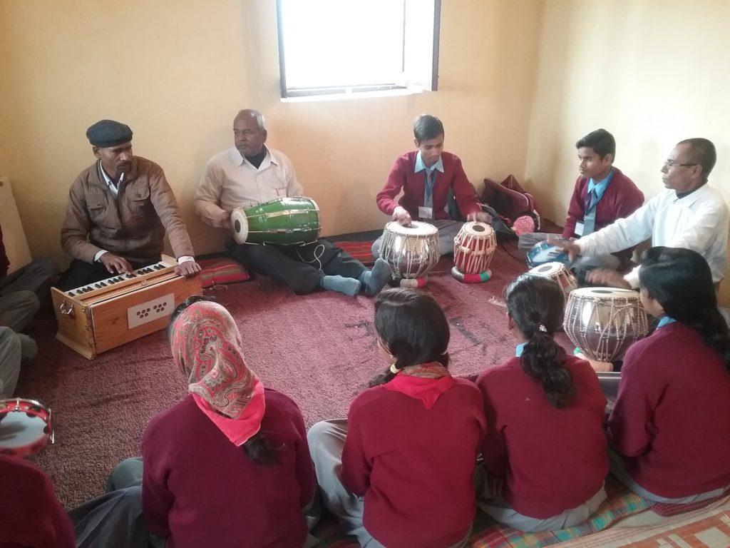 Une école à Bodh Gaya - cours de musique - 2017